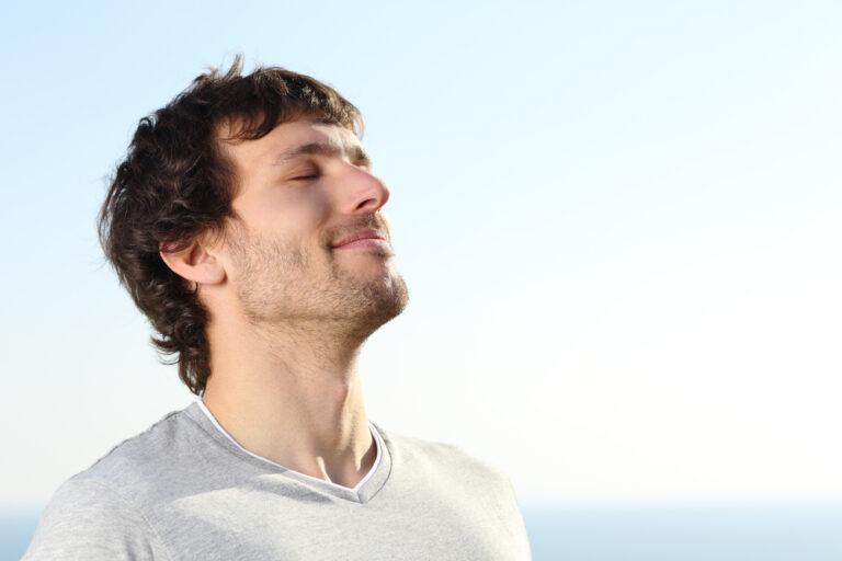 Lee más sobre el artículo 5 consejos y ejercicios de relajación para reducir el estrés